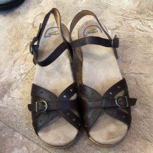 Ladies sandals by Dansko sz 10/40 choc brown